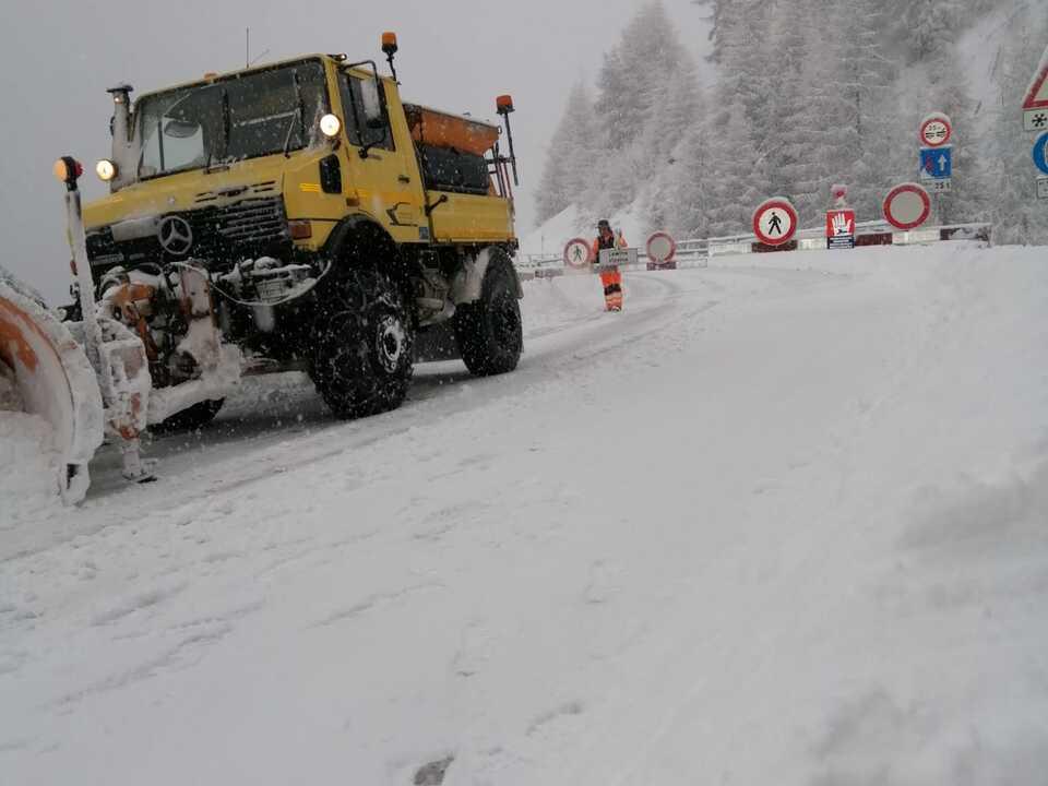 schnee winter räumung Der Straßendienst des Landes ist derzeit im Dauereinsatz, im Bild in Vernagt im Schnalstal. (Foto: LPA/Landesstraßendienst)