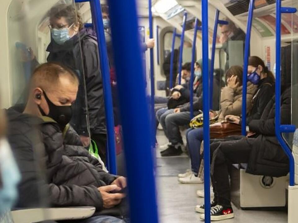 1091911_passeggeri-in-treno.v1