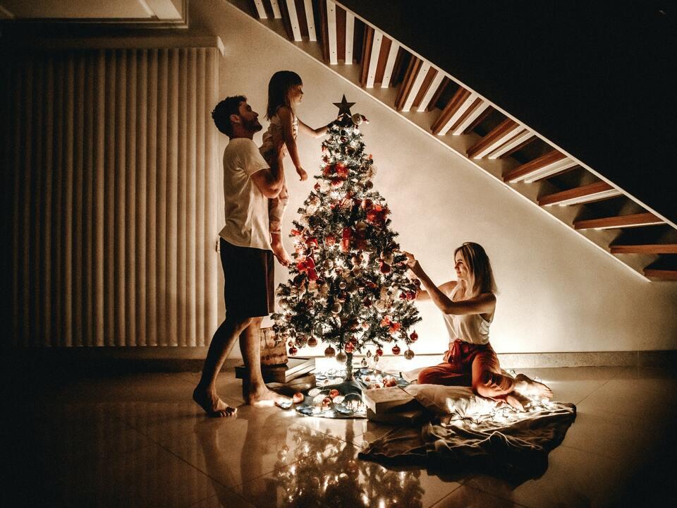 weihnachten sym Weihnachtsfeiern im engsten Familienkreis sollen möglich sein, auch mit Eltern und Lebenspartnern. (