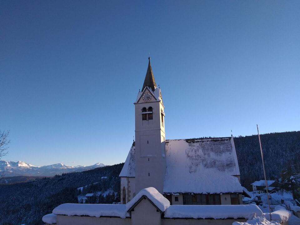 Am Ende eines Jahres: Pfarrkirche in Flaas in der Gemeinde Jenesien am Sonntag, dem 13. Dezember 2020. (Foto: