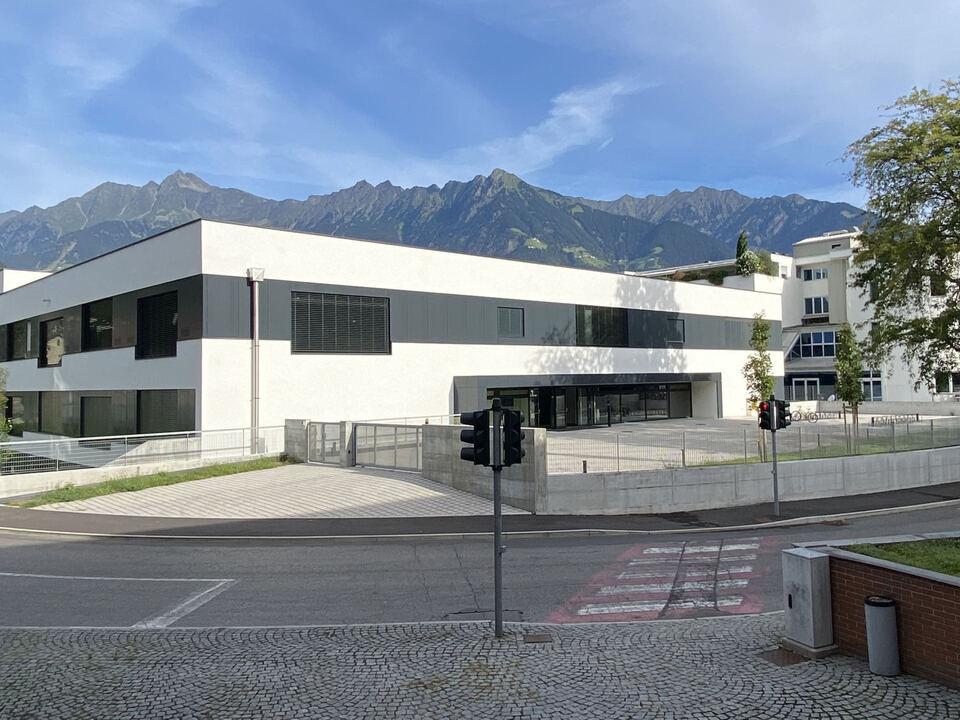 Die erweiterte Landesberufsschule für Handel, Handwerk und Industrie \