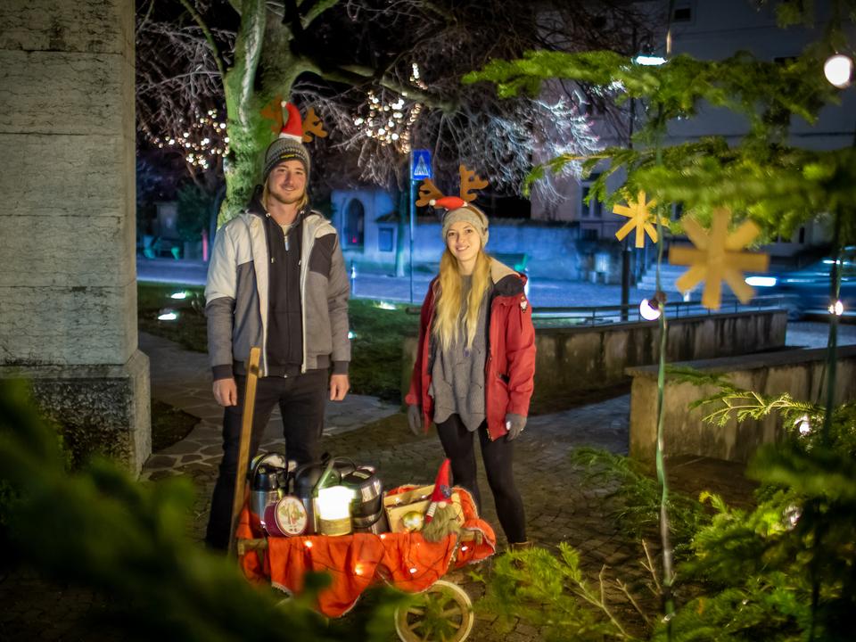 """Westscoast """"Winterloaterwagele""""/Lukas Pedrotti und Barbara Klecha mit dem Winterloaterwagele in Kurtinig"""