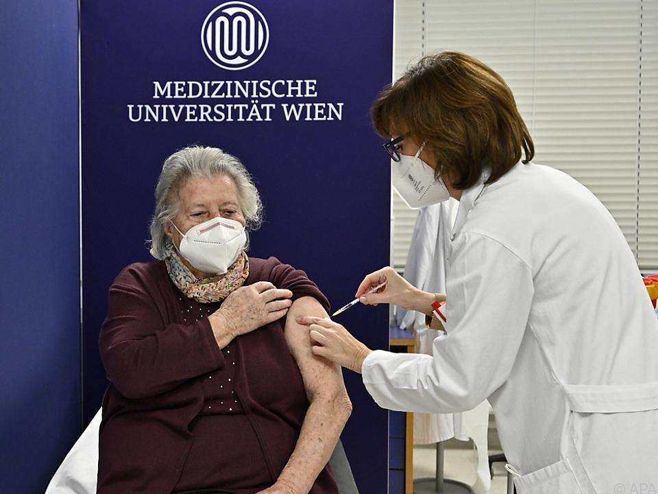 84-jährige Pensionistin erhielt erste Impfung