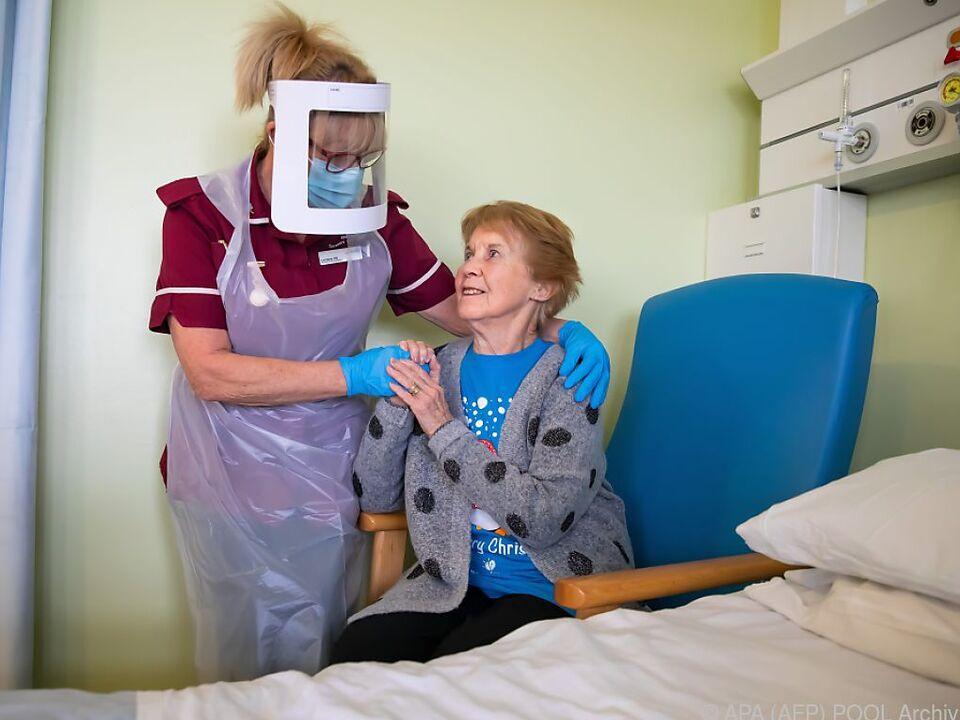 90-Jährige wurde als Erste in GB egeimpft
