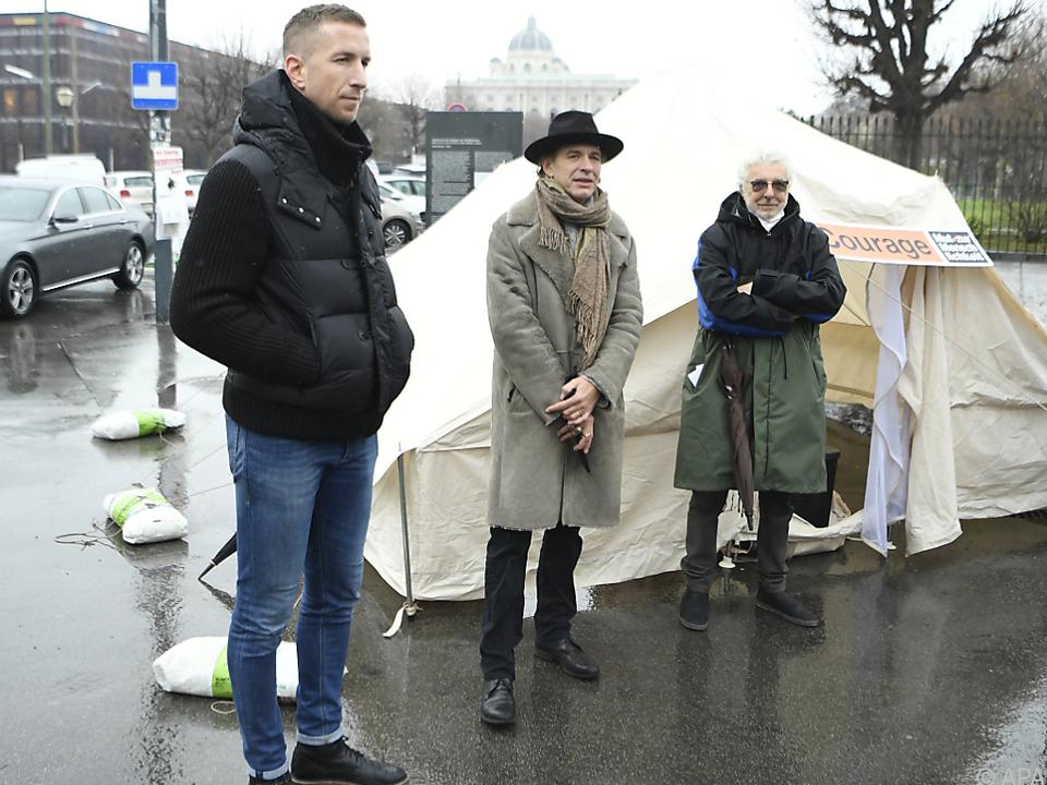 Marc Janko, Ernst Molden und Andre Heller vereint im Protest