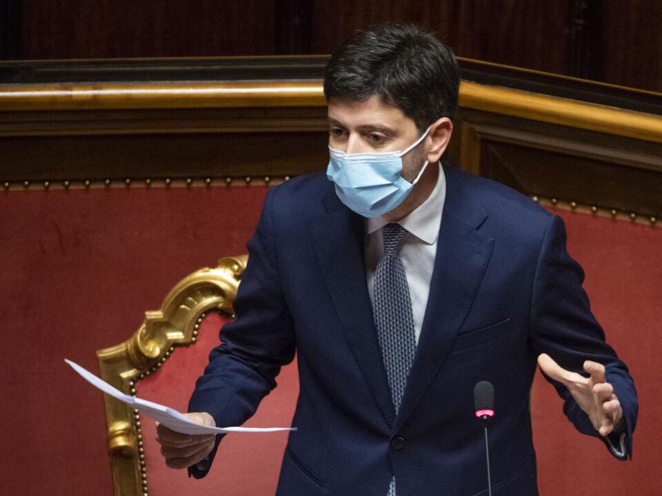 La replica del Ministro della Salute, Roberto Speranza, al  termine della discussione al Senato, dopo le comunicazioni su ulteriori misure per fronteggiare l\'emergenza COVID 2020, Roma 2 dicembre 2020.  , athesiadruck2_20201205201632796_d62622b5326bcb7517edf8a35b789d52