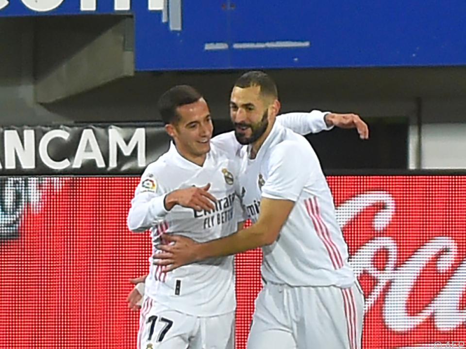 Karim Benzema (r.) leitete den Auswärtssieg ein