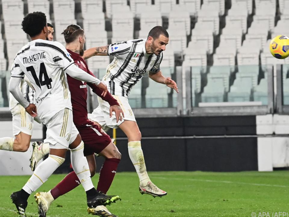 Bonucci versenkt den Ball zum 2:1 für Juve im Derby gegen Torino