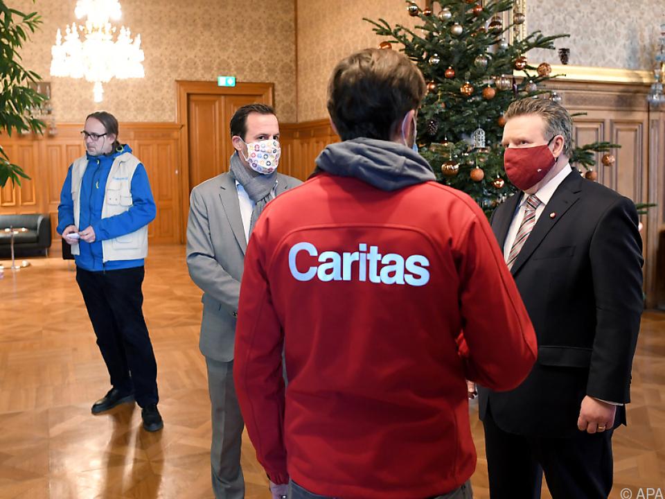 Bürgermeister Ludwig und Vizebürgermeister Wiederkehr übergeben Spende