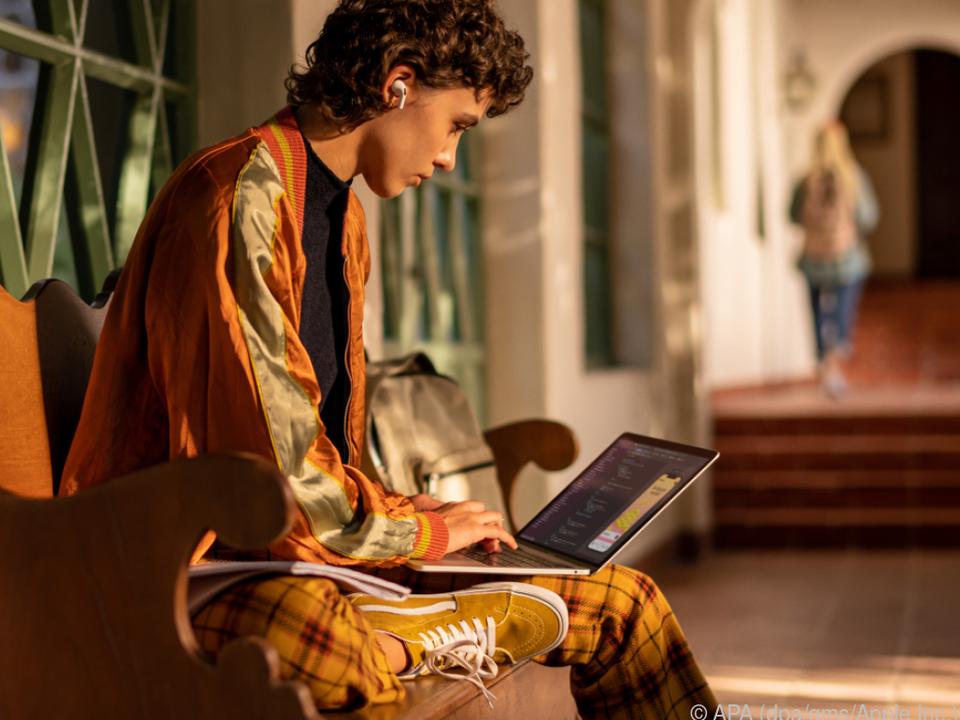 Der Akku des neuen Macbook Pro hält zwischen 10 und 28 Stunden durch