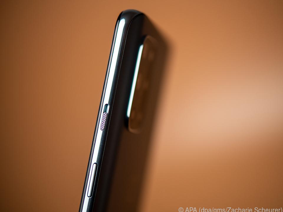 Das Oneplus 8T ist in einen hochwertigen Aluminiumrahmen eingefasst