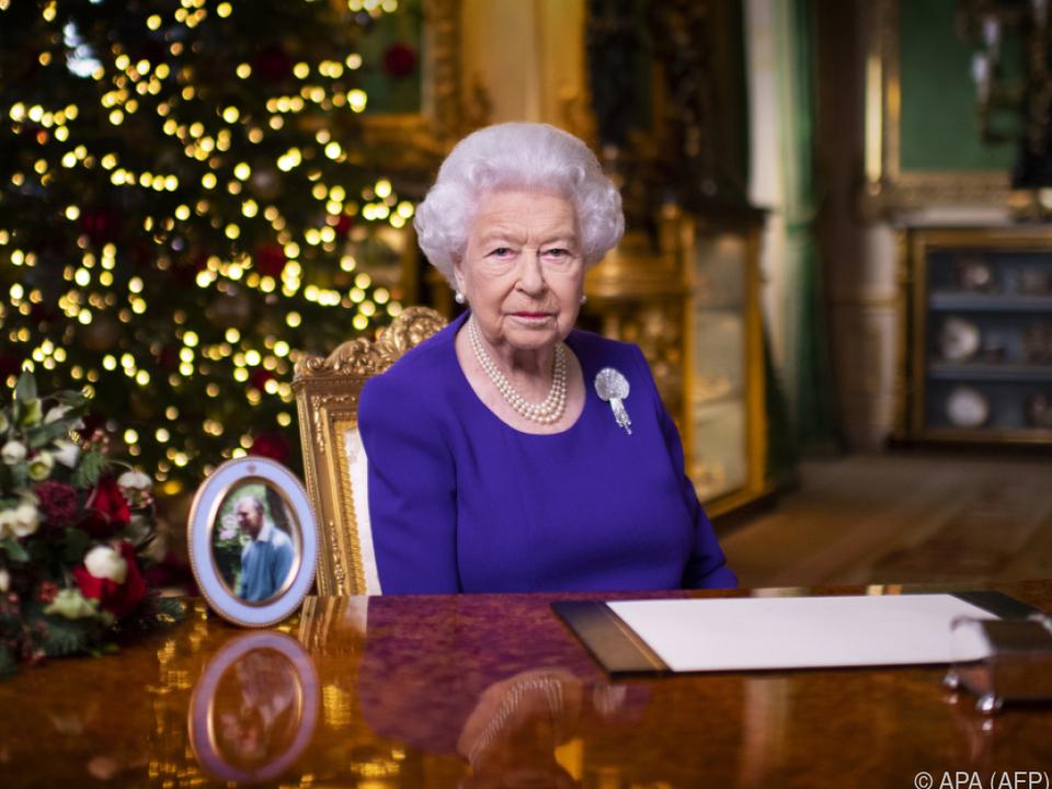 Die Queen strahlt Optimismus aus