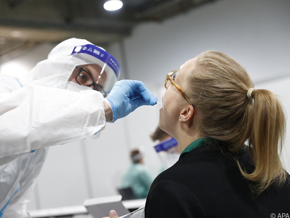 Die Zahl der Neuinfektionen hat zuletzt abgenommen corona positiv test pcr