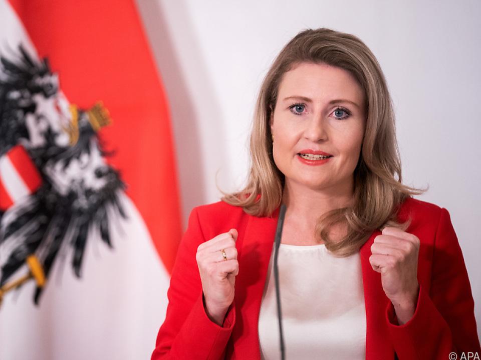 Frauenministerin Susanne Raab (ÖVP) am Dienstag, 24. November 2020, während der PK \