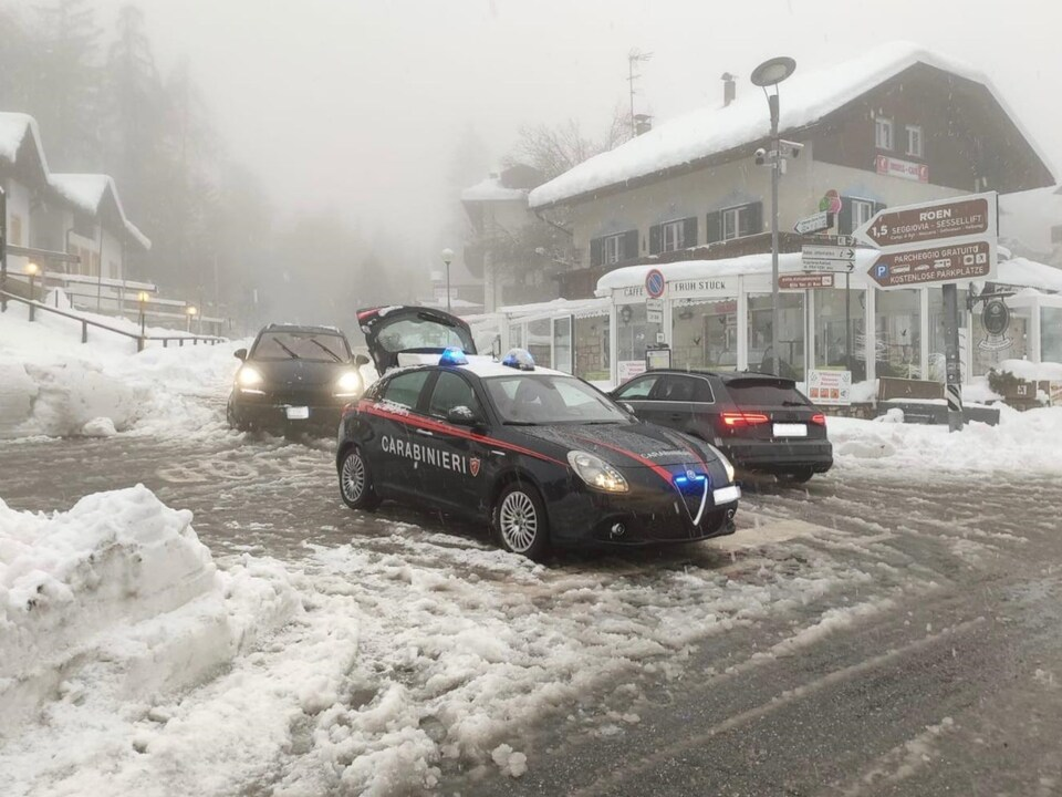 Carabinieri Winter Corona Grenzkontrollen am Mendelpass