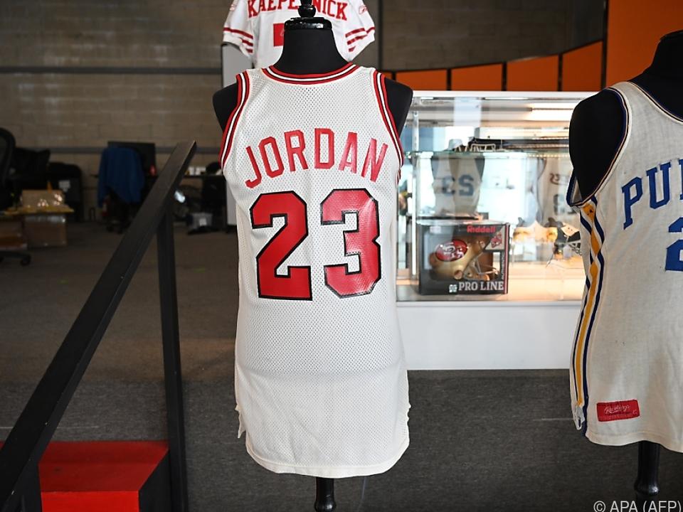 Jordans Chicago-Bulls-Trikot für 320.000 Dollar versteigert