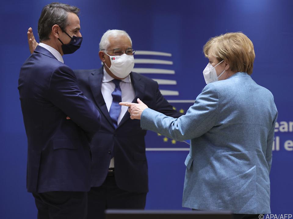 Portugals Premier Costa (Mitte) mit Deutschlands Kanzlerin Merkel