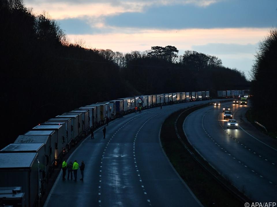 Tausende Lkw wollen von der britischen Insel auf den Kontinent