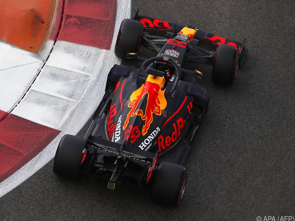 Red-Bull-Pilot steuert mit halber Sekunde Vorsprung durchs Ziel