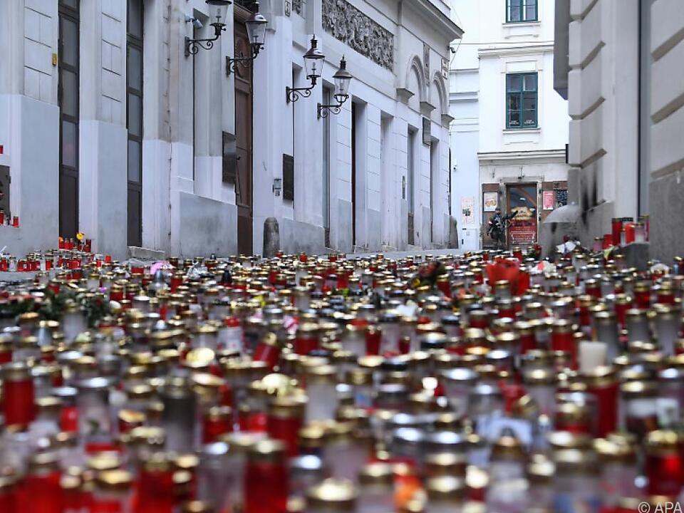Kerzen am Ort des Attentats vom 2. November in der Seitenstettengasse