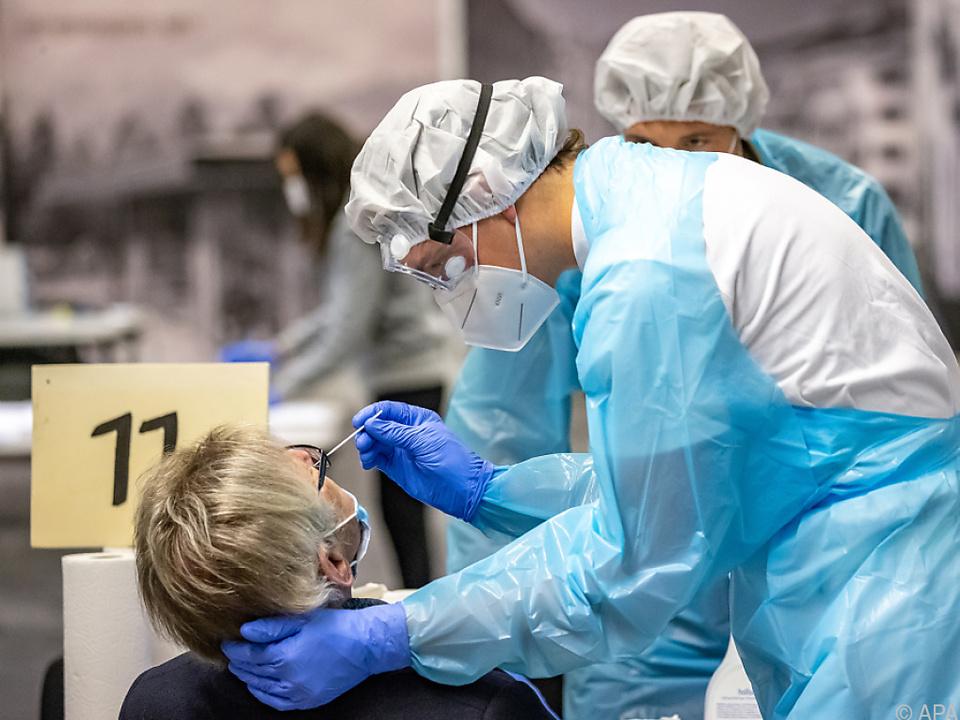 Seit Beginn der Pandemie wurden 297.245 Menschen positiv getestet