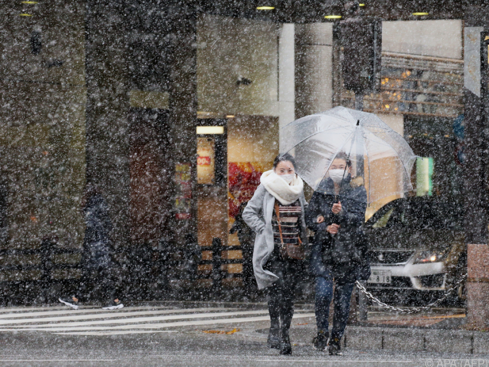 Teilweise heftiger Schneefall in Japan