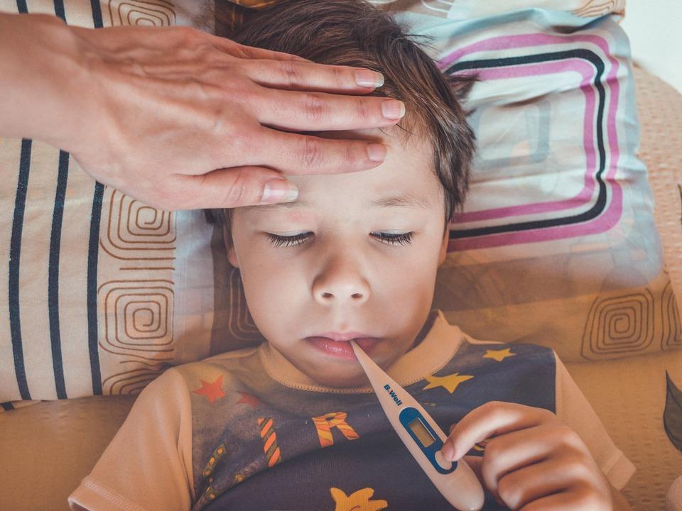 Kind Grippe krank Fieber