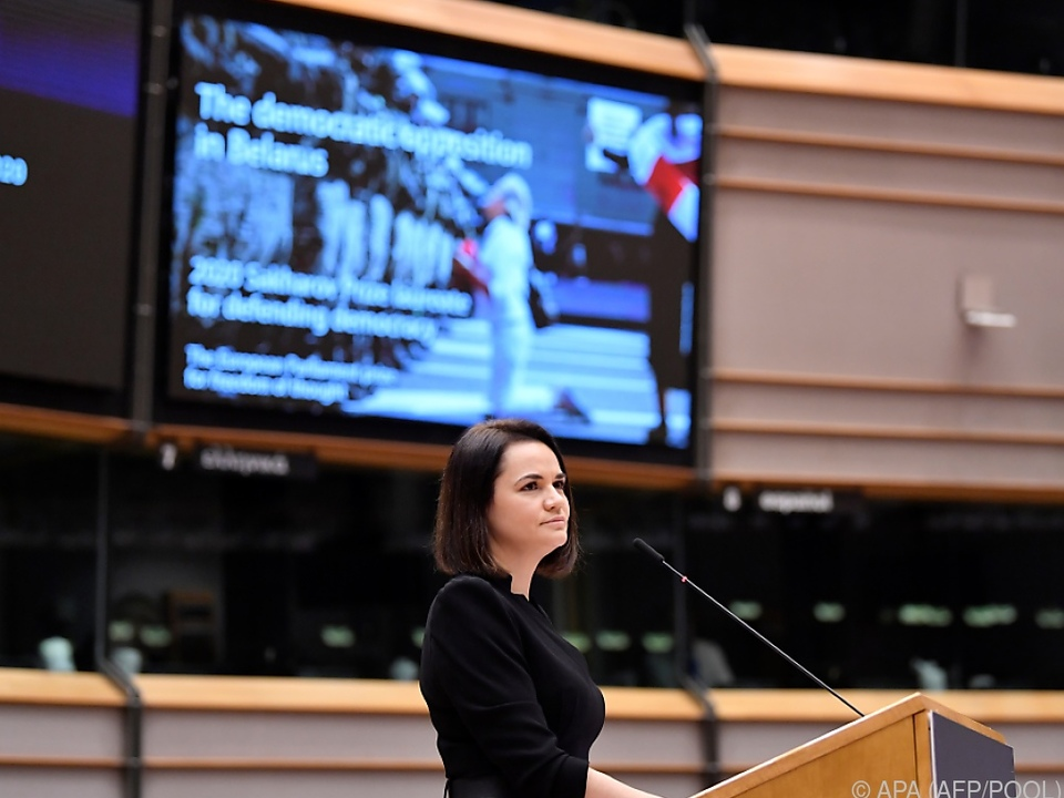 Tichanowskaja bei der Verleihung im Brüsseler Plenarsaal
