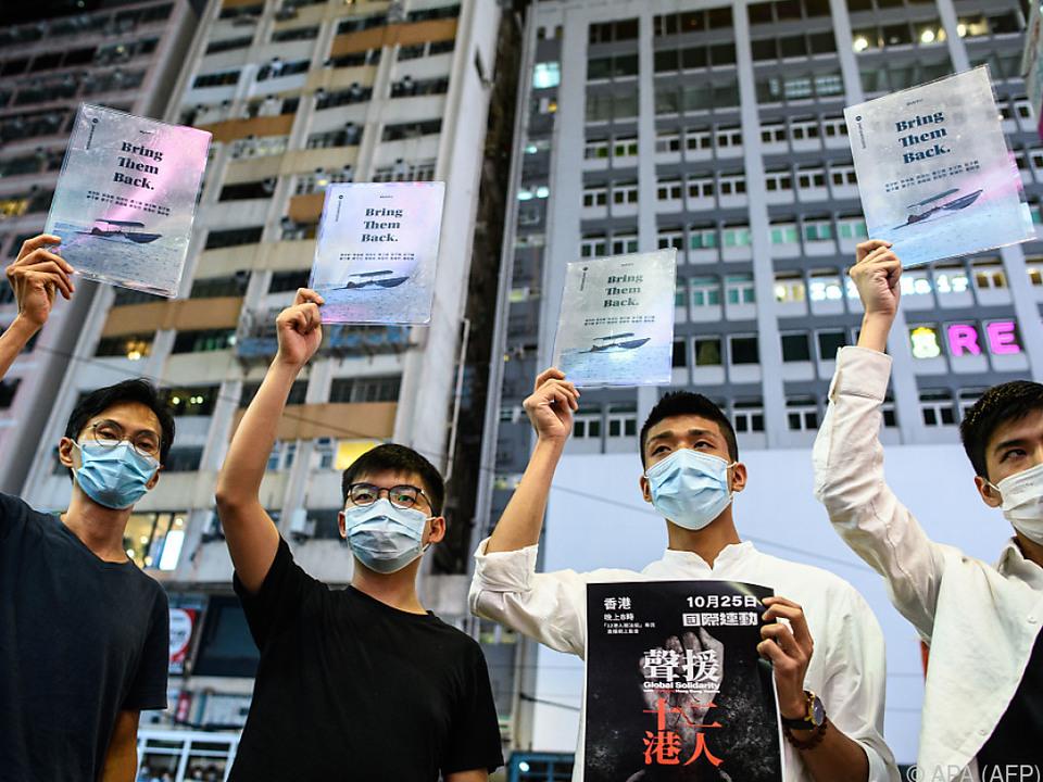 Unter den Festgenommenen ist auch der Ex-Abgeordnete Eddie Chu (l.)