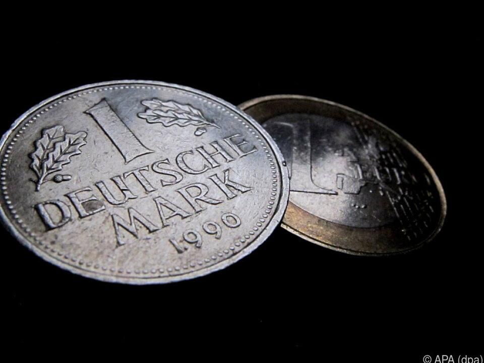 Viele Deutsche haben sich noch nicht von der alten Währung verabschiedet