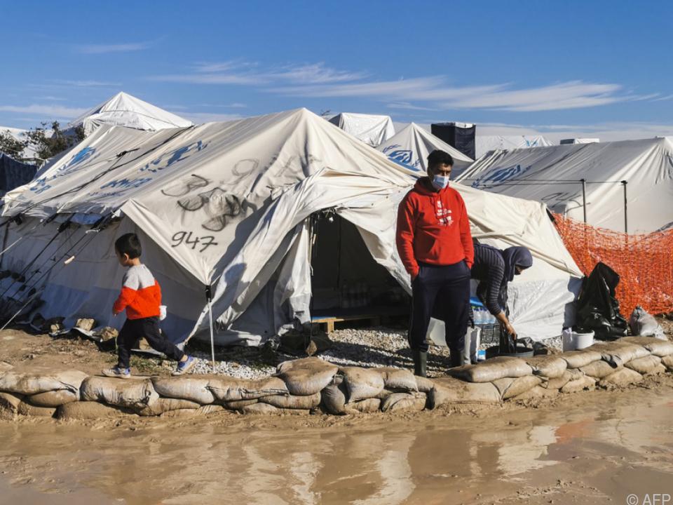 Flüchtlingszelt auf Lesbos Ende Dezember