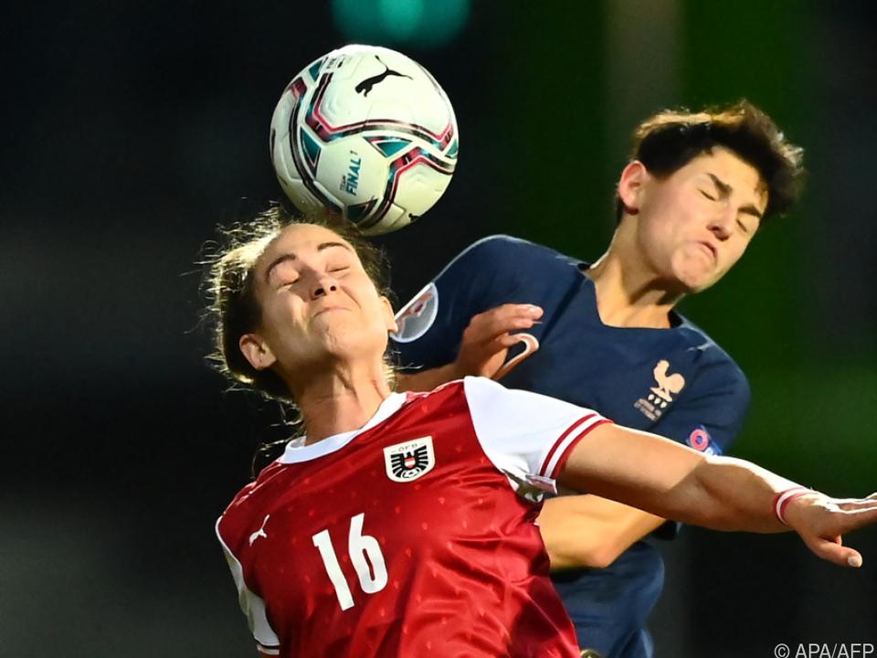 Wie im Nationalteam erwartet Jasmin Eder (l.) ein harter Kampf