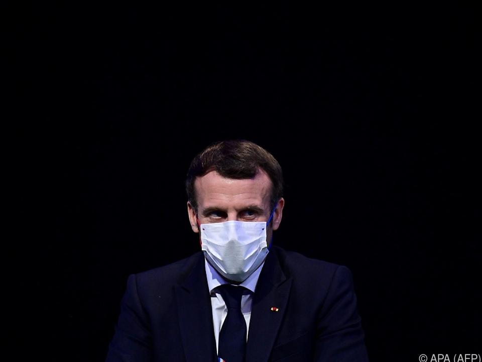 Seine Aufgaben führt Macron in Selbstisolation weiter