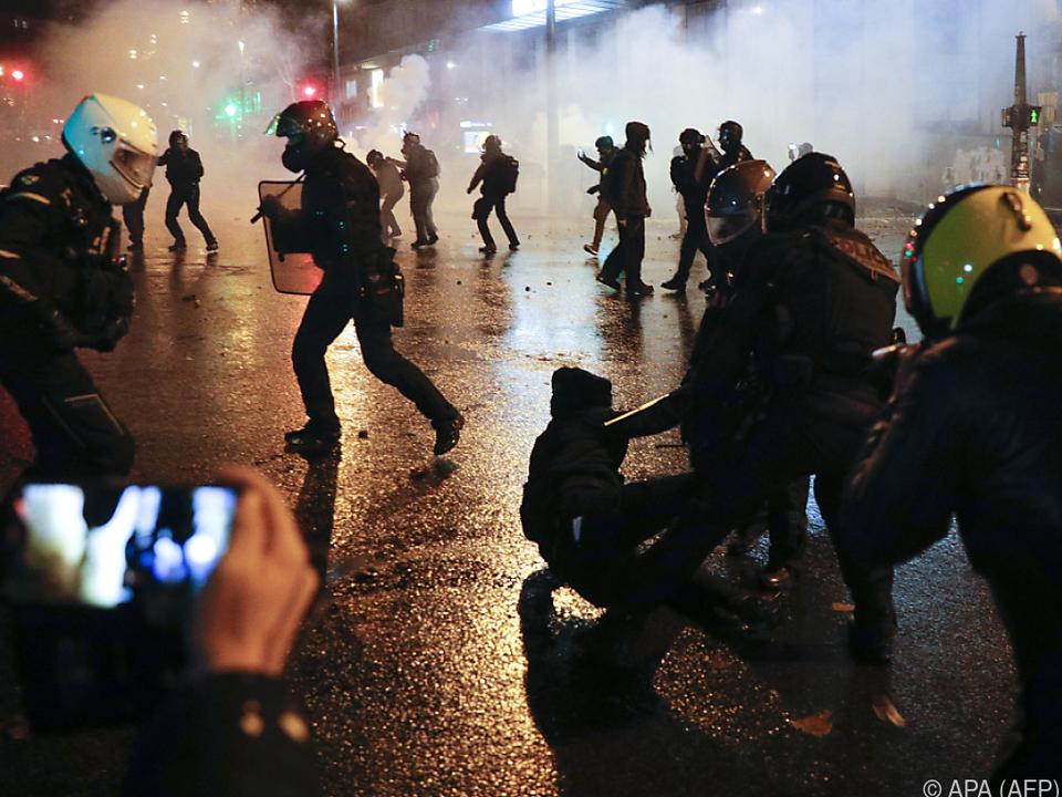 Zusammenstöße zwischen Polizei und Demonstranten