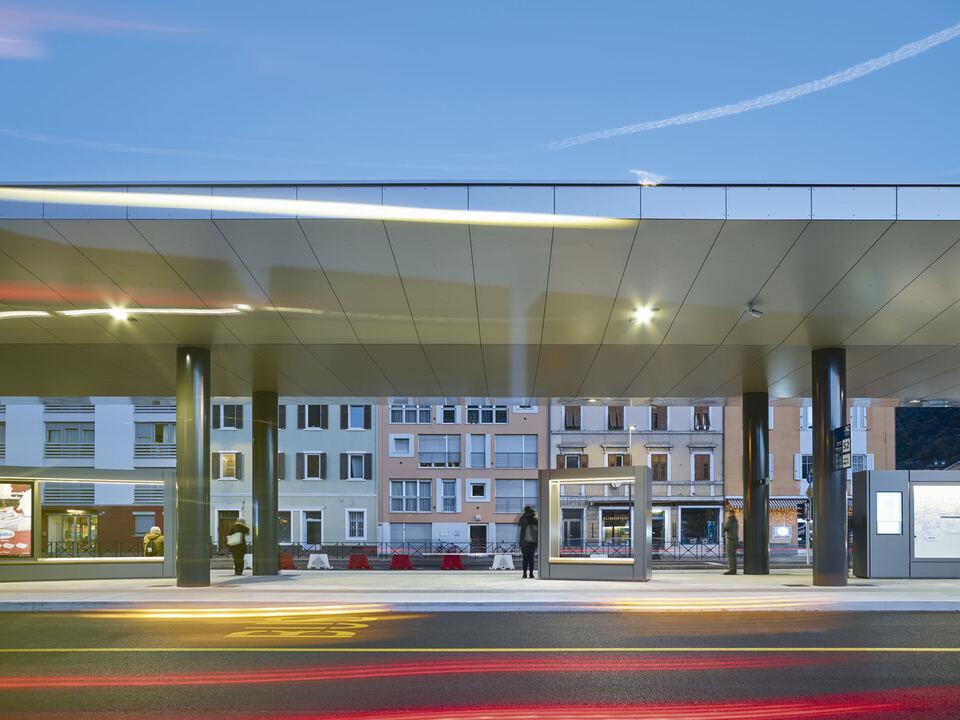 bus sym bushaltestelle busbahnhof bozen 1094362_181220_Busbahnhof-und-Infopoint_STA_Riller-(89)