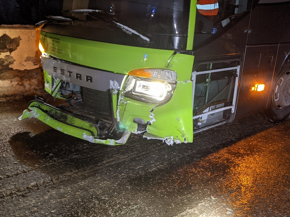 2020-01-02 AL4 Verkehrsunfall mit Linienbus ohne VU Personen (7)
