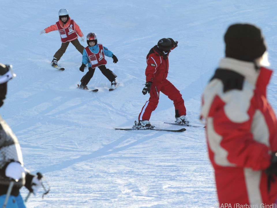 Bitte Warten: Die Skilehrerausbildung in Salzburg verögert sich