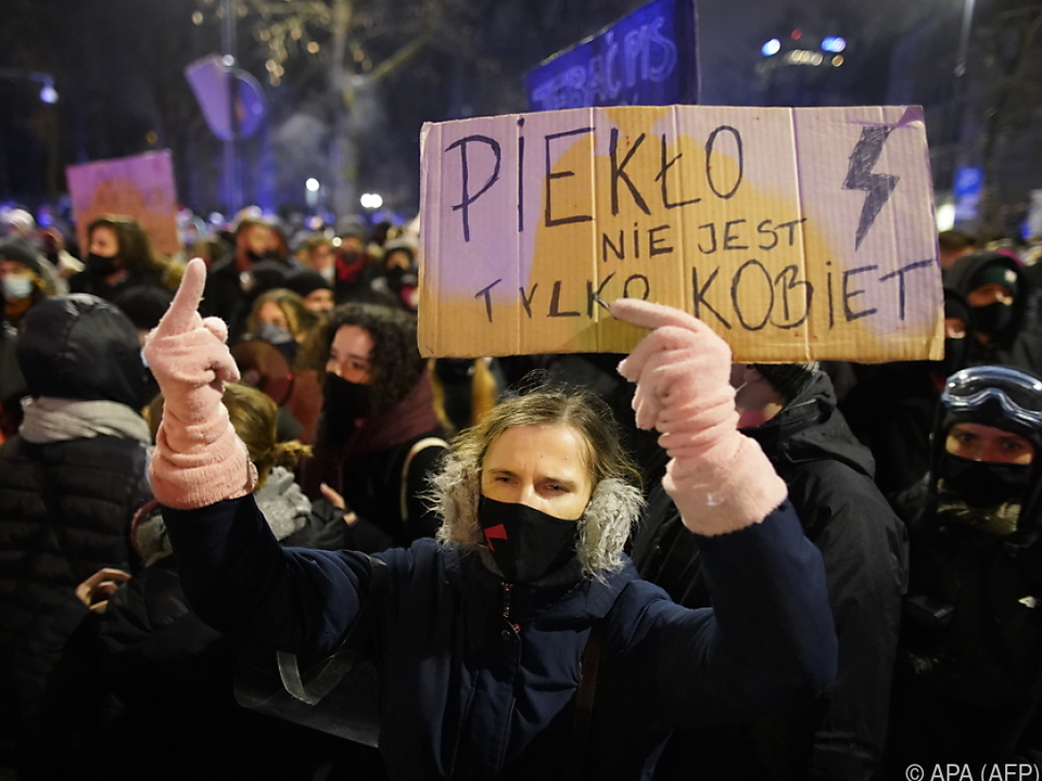 Demonstrationen in mehreren Städten nach Inkrafttreten des Gesetzes