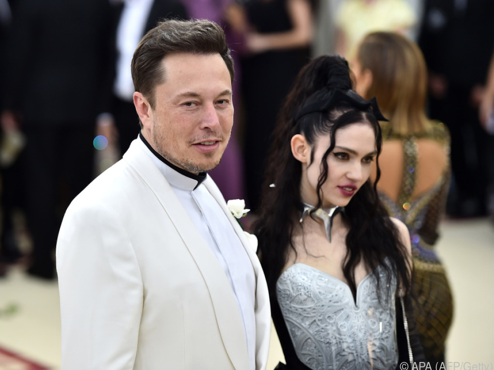 Der fast kahlgeschorene Sohn von Elon Musk und Grimes heißt X Æ A-Xii