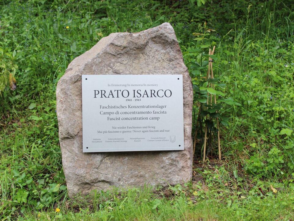 Der Gedenkstein in Blumau