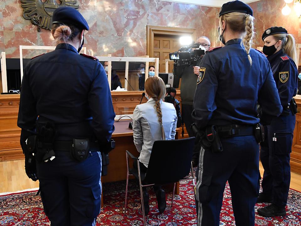Die angeklagte Witwe am Dienstag beim Prozessauftakt