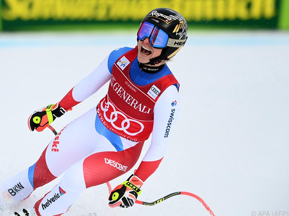 Die Schweizerin schwang mit einem Lachen im Ziel ab