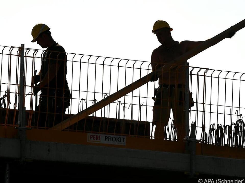 Die SPÖ will etwa mit Wohnbausanierung Arbeitslosigkeit bekämpfen