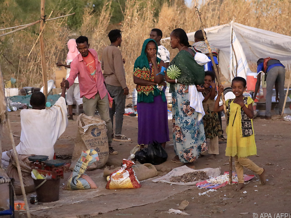 Sie sind in den benachbarten Sudan geflohen