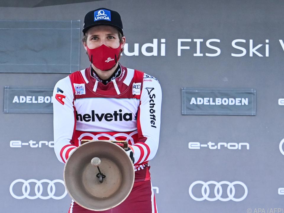 Marco Schwarz mit Kuhglocke für Sieg im Adelboden-Slalom