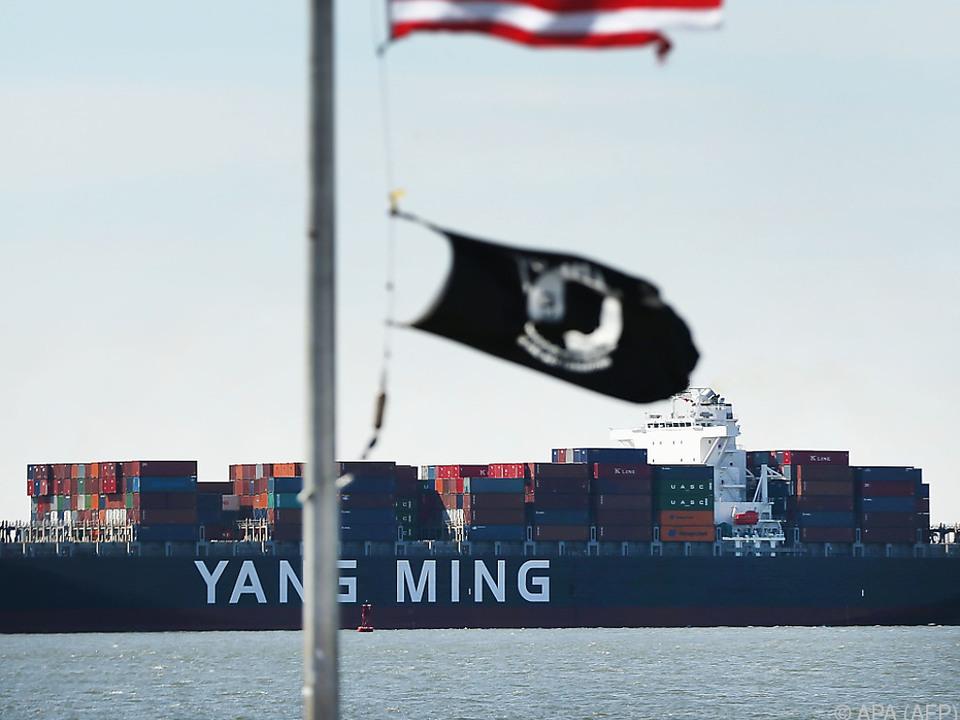 Ein chinesisches Handelsschiff im Hafen von New York (Archivbild)