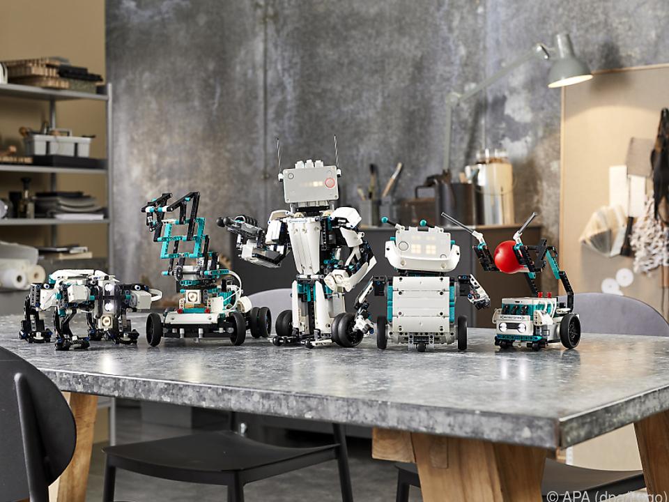 Fünf Roboter: Gelo, M.V.P., Blast, Charlie und Tricky