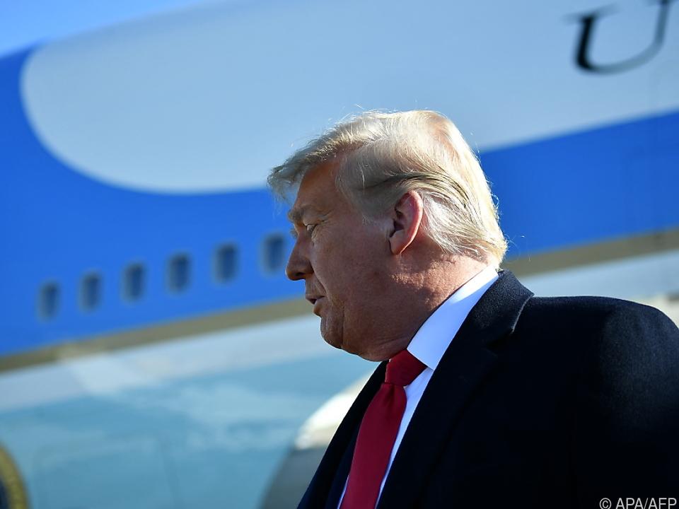 Trump spricht zu Journalisten vor Flug nach Texas