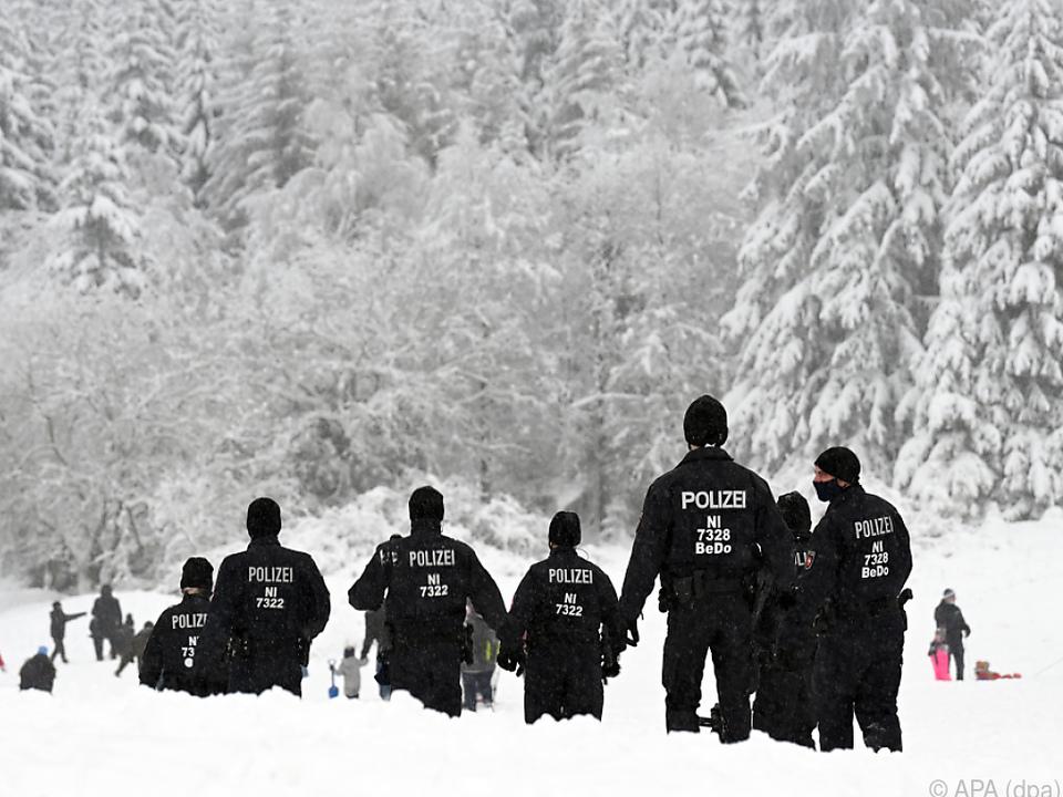 Deutsche Polizei kontrolliert Rodelpiste