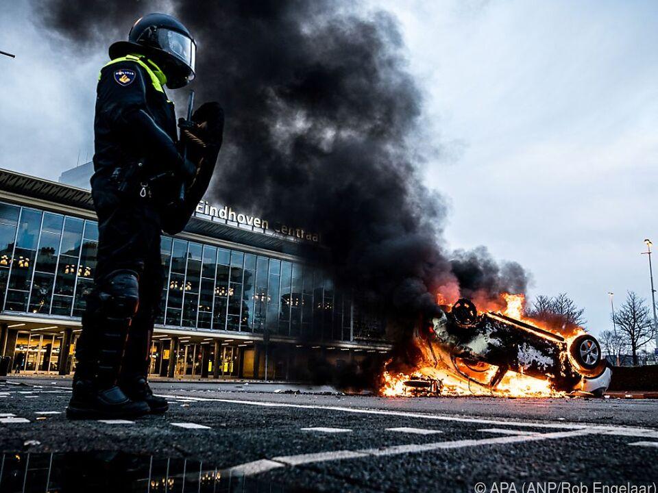 Heftige Ausschreitungen auch in der Stadt Eindhoven